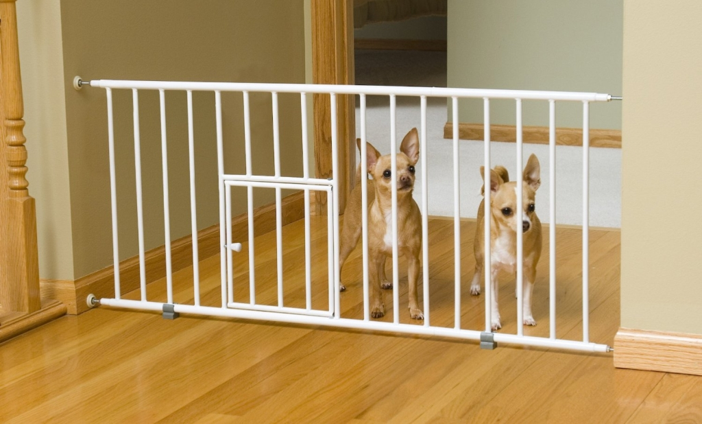 Как выбрать перегородку для собаки в квартиру: разновидности и установка