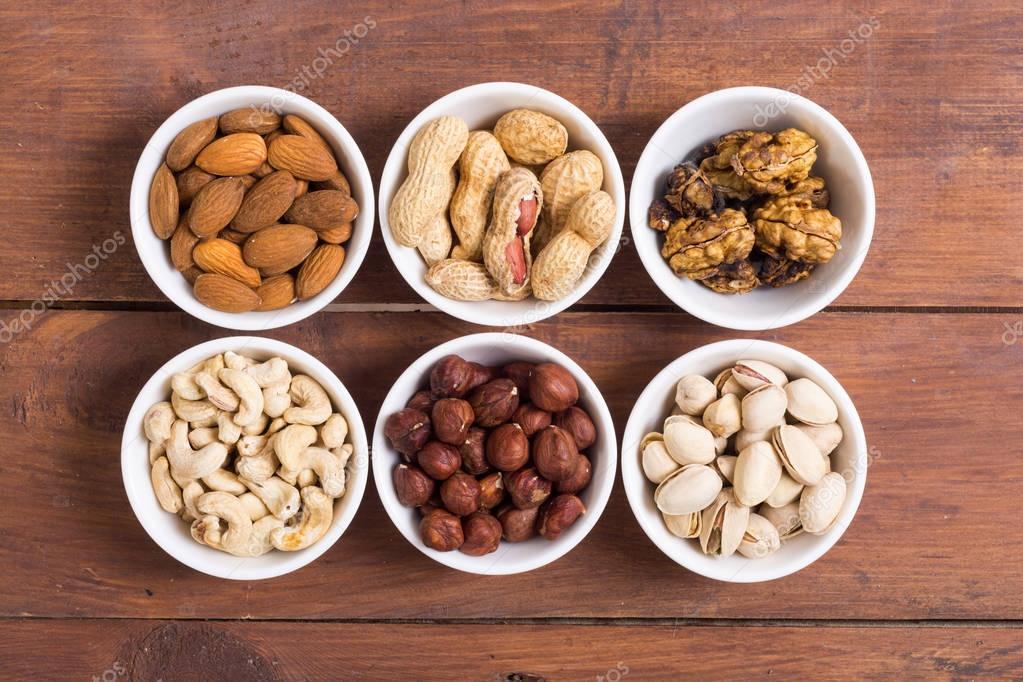 Можно ли собакам орехи